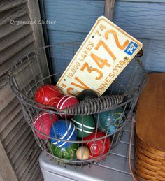 Organized Clutter: Vintage and Junk Finds Rustic Garden Decor, Rustic Gardens, Cricket Store, Clutter Organization, Garden Junk, Junk Art, Game Pieces, Wire Baskets, Funky Junk