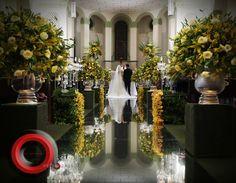 Flores Amarelas, Bases Quadradas Revestidas com Vegetação e Iluminação