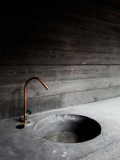 Concrete industrial sink for the Villa Kaplansky by B-architecten, Jeroen Verrecht Bathroom Interior, Kitchen Interior, Modern Bathroom, Small Bathroom, Master Bathroom, Bathroom Grey, Paint Bathroom, Bathroom Sinks, Copper Faucet Bathroom