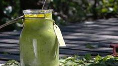 Koivukuorinta - 1 dl tuoreita koivunlehtiä. Poimi lehdet mieluiten viimeistään kesäkuun aikana, myöhemmin ne ovat vähän liian kovia. - 5 dl hienojakoista merisuolaa tai muuta suolaa - 2 dl oliiviöljyä - 1 rkl hunajaa
