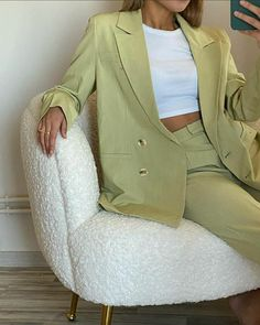 Suit Fashion, Look Fashion, Fashion Outfits, Fashion Tips, Classy Outfits, Trendy Outfits, Ropa Color Pastel, Mode Pastel, Look Star