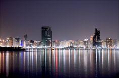 Skyline Dubai stad nacht