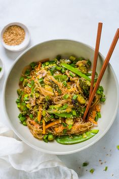 Wok Recipes, Asian Recipes, Ethnic Recipes, Dinner Tonight, Japchae, Food Porn, Food And Drink, Ramen, Vegetarian