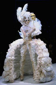 A model poses before MGPIN Make-up Styling 2012 of China Fashion Week Spring/Summer 2012 on November 2011 in Beijing, China. Moda China, China Mode, Costume Venitien, Modern Baroque, Rococo Fashion, Carnival Costumes, Masquerade Ball, Fashion Show, Fashion Design