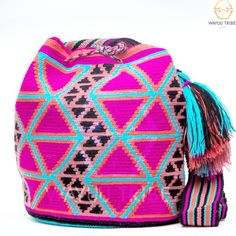 Cabo Wayuu Mochila bags are intricate in their designs, can take approximately 18 days to weave. Hand Woven Strap using woven one thread. Handmade in South America by the indigenous Wayuu people. Tapestry Bag, Tapestry Crochet, Crochet Motif, Crochet Patterns, Crotchet Bags, Contemporary Embroidery, Crochet Fashion, Crochet Accessories, Handmade Bags