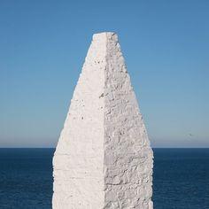 Southern navigation beacon Porthgain Pembrokeshire. #ukcoastwalk Photo: Quintin Lake www.theperimeter.uk