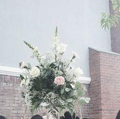 Pink florals | pink flowers | Pink flower arrangements | white flowers | flower arrangements | table design | floral design | Stacy Armand | Stacyarmand events | Bridal Shower | brides | Shower | pink Shower | outdoor Shower