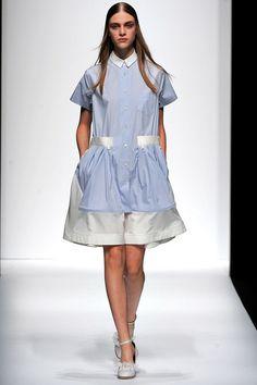 Sacai Spring 2013 Ready-to-Wear Collection Photos - Vogue Fashion Week, Daily Fashion, Runway Fashion, Fashion Show, Fashion Design, Street Fashion, Templer, High Fashion Looks, Blue And White Dress