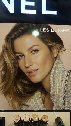 schoonheidsideaal: Volumieus haar en een egale huid