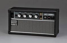 """Im Look seiner klassischen """"Jazz Chorus"""" Gitarrenverstärker bringt Roland jetzt denJC-01Bluetooth-Lautsprecher: Ein kompaktes Soundsystem mit eingebautem Akku, welches vor allem durch seine Optik überzeugt. Schon seit Jahren zeigt Marshall höchst erfolgreich, wie man das bekannteDesign derGitarrenverstärkerauf eine ganze Serie an … Weiterlesen"""