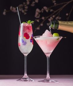 Cherry blossoms and plum cocktails to announce the spring! You can spend a romantic time with a beautiful night view ♪-Model Press Cocktails, Cocktail Drinks, Fun Drinks, Yummy Drinks, Delicious Desserts, Alcoholic Drinks, Beverages, Drink Menu, Food And Drink