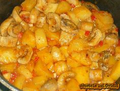 gulas de ciuperci si cartofi My Favorite Food, Favorite Recipes, Romanian Food, Romanian Recipes, Food Obsession, Foods To Eat, Potato Recipes, Macaroni And Cheese, Main Dishes