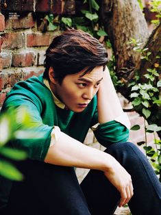Singles' June 2014 Issue Feat. Joo Won Enjoying The Gardener's Life | Love the hair - color those tips!