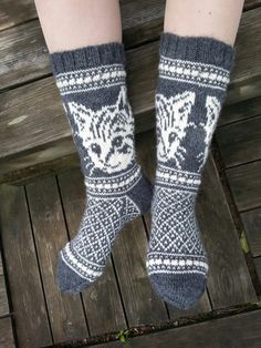 Kissimirrit, ohje Lumi Karmitsa Villit vanttuut & vallattomat villasukat Knit Mittens, Mitten Gloves, Knitting Socks, Baby Knitting, Sock Shoes, Handicraft, Knitting Patterns, Knit Crochet, Sewing