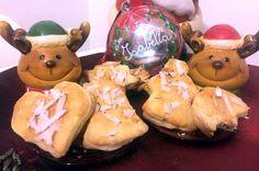 Biscotti natalizi ripieni di pere, mele, noci e spezie