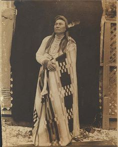 Nez Perce Chief Joseph poses in blanket outdoors, 1901 Pinned by indus® in honor of the indigenous people of North America who have influenced our indigenous medicine and spirituality by virtue of their being a member of a tribe from the Western Region through the Plains including the beginning of time until tomorrow.