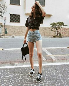 Quotes: 29 Cute Casual Summer Outfits With Shorts To Inspire You Dress Shorts Outfit, Shorts Outfits Women, Basic Outfits, Edgy Outfits, Casual Summer Outfits, Simple Outfits, Cool Outfits, Fashion Outfits, Shorts Ootd