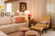Apartamento tem atmosfera relaxante criada com soluções práticas de marcenaria