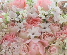 スズランとヒヤシンスと桜の枝で作る、春の花のリングピローです。桜色で。花で作るリングピロー、という贅沢。結婚式の花の仕事は、いい仕事だなと思います。こんな...