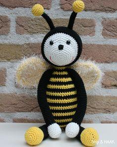 AANPASSING LIEVE LOLA           Met het patroon van lieveheersbeestje Lola als basis kun je ook een bij haken.   Dit zijn de aanpassingen v...