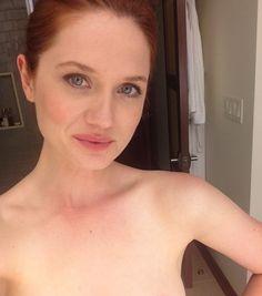 Bonnie Wright  nackt