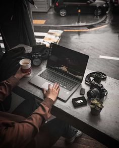 From start to finish, each step of your business has a touch of marketing, so implement them & read here how to promote cafe with these six best marketing hacks Gaming Room Setup, Computer Setup, Pc Setup, Office Setup, Desk Setup, Workspace Inspiration, Study Inspiration, Coffee Photography, Passion Photography