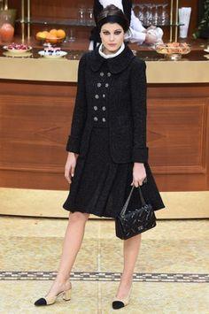 Giacca con bottoni gioiello Chanel