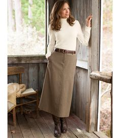 Perfect for fall: Weekend Riding Skirt in Herringbone Casual Work Outfits, Modest Outfits, Skirt Outfits, Professional Outfits, Curvy Petite Fashion, Mature Fashion, English Country Fashion, Skirt Fashion, Fashion Outfits