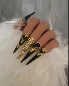 Bling Acrylic Nails, Stiletto Nail Art, Rhinestone Nails, Bling Nails, Glitter Nails, Matte Black Nails, Black Nail Art, Nail Swag, Nagel Bling