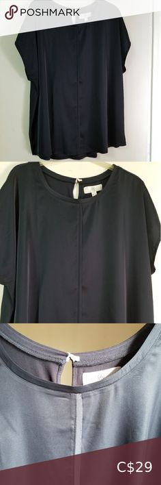 Beautiful Top Very attractive Size 2X Top in a Navy colour with a ribbed-style stitching down the front and a keyhole opening at the back with a button closure. Addition elle Tops Blouses Petite Fashion, Curvy Fashion, Plus Fashion, Style Fashion, Fall Fashion Trends, Spring Fashion, Fashion Bloggers, Fashion Tips, Navy Colour