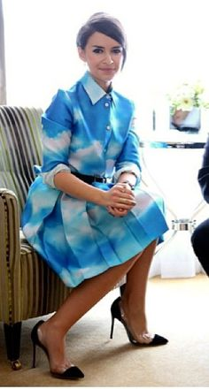 Miroslava Duma style.- interesting! I couldn't pull this off but she looks lovely