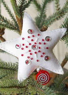 Beaded Star Ornament by Hilary Kanwischer for Papertrey Ink (August 2015)