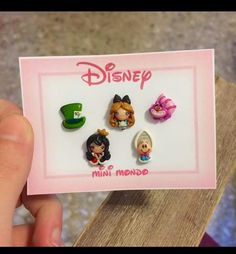 Polymer Clay Disney, Cute Polymer Clay, Polymer Clay Charms, Polymer Clay Creations, Polymer Clay Earrings, Tsumtsum, Flower Embroidery Designs, Biscuit, Cute Charms