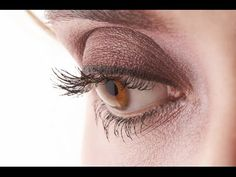 Corrective Makeup-How to Apply Eyeshadow to Bulging Eyes . How To Apply Eyeshadow, How To Apply Makeup, Applying Makeup, Best Eyeliner, Eyeliner Looks, Protruding Eyes, Corrective Makeup, Beauty Youtubers, Eyes