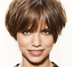 Short Professional Hairstyles for Thin Hair Brown Hair With Highlights, Brown Hair Colors, Short Hair Cuts For Women, Short Hair Styles, Corte Y Color, Short Bob Hairstyles, Long Hairstyle, Grunge Hair, Professional Hairstyles