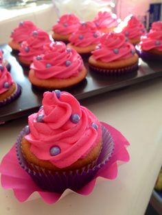 Tangled Rapunzel cupcakes by SugarShani