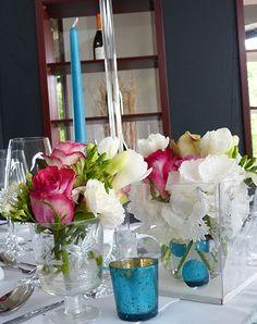 pink and petrol vases. Hochzeitsdekoration im Vintage Look mit petrol ...