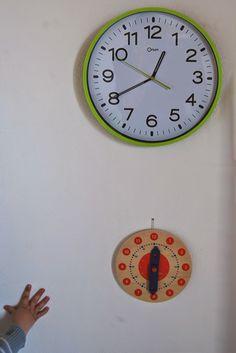 Il y a quelques mois, j'ai découvert une astuce merveilleuse , digne de Filliozat, Faber et Mazlish réunies (si, si) : lorsqu'Antonin se... Time Timer, Clock, Activities, Education, Child, Halloween, School, Montessori Activities, Stuff Stuff