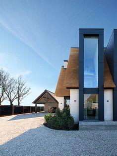 Architecture Site Plan, Roof Architecture, Contemporary Windows, Contemporary Architecture, Style At Home, Dream House Plans, Narrow House Plans, Exterior Cladding, Modern Farmhouse Exterior