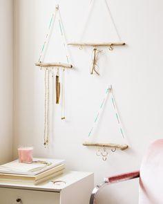 DIY: driftwood jewelry organizer