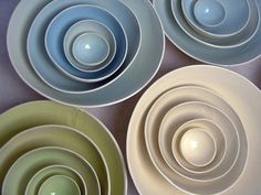 I love these bowls. I wanna make some of my own.... and they would totally be weird shaped without even trying... lol
