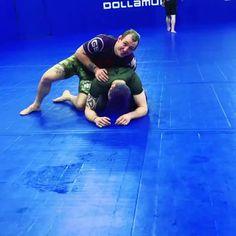 Beautiful Jiu Jitsu Submission - New Ideas Self Defense Moves, Self Defense Martial Arts, Jiu Jitsu Training, Mma Training, Martial Arts Workout, Martial Arts Training, Judo Moves, Jiu Jitsu Moves, Jiu Jitsu Videos