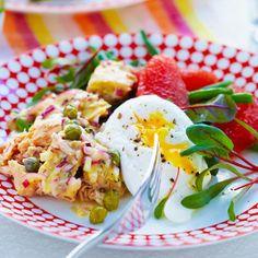 Bild på Tonfisksallad med kaprisdressing och pocherat ägg