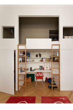 great loft bed / desk area for kids