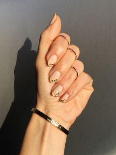 Discover how to recreate this easy crystal side tip nail art #nails #uñas #nailart #nudenails #uñasnude #crystalnailart #uñasconbrillantes #sidetipnails #essie #essielimoscene