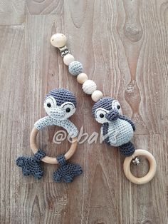 Sweet baby set Pinguin, pattern from the box bed book and buggy toys Sweet baby set Pinguin, pattern from the box bed book and buggy toys, set Crochet Baby Toys, Crochet Animals, Crochet For Kids, Diy Crochet, Baby Knitting, Baby Set, Baby Baby, Baby Patterns, Crochet Patterns