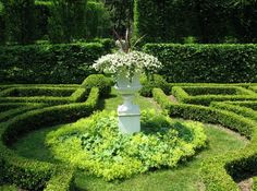 robert couturier ~ his connecticut home – a thoughtful eye Formal Gardens, Outdoor Gardens, Beautiful Landscapes, Beautiful Gardens, Amazing Gardens, Boxwood Garden, Garden Plants, Potager Garden, Connecticut