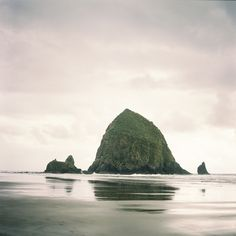 Haystack Rock in Cannon Beach Oregon | photography by http://www.alexandraknightphotography.com