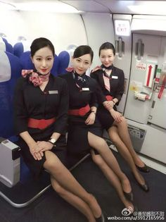 Hot Flight Attendants Airline Attendant, Flight Attendant, Sexy Asian Girls, Beautiful Asian Girls, Korean Beauty, Asian Beauty, Airline Uniforms, Female Pilot, Pantyhose Legs