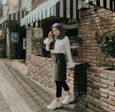 Style hijab casual indonesia ideas for 2019 Hijab Casual, Ootd Hijab, Hijab Chic, Hijab Dress, Swag Dress, Modern Hijab Fashion, K Fashion, Muslim Fashion, Trendy Fashion